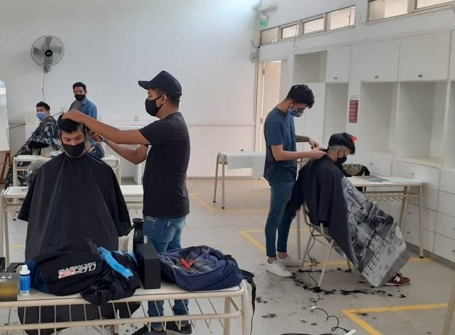 Barbería y Corte Masculino también trabaja en actividades práctico taller